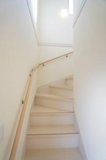 白床の階段もおしゃれですね