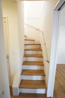 階段は手すりがあって安心ですね。