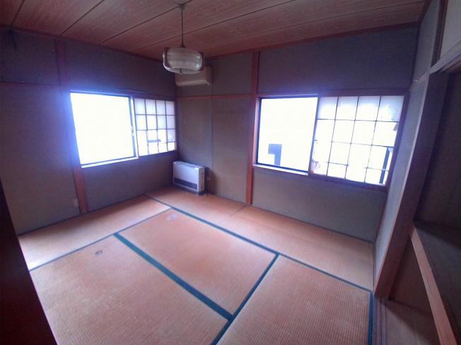 2階に6帖和室が2部屋あります
