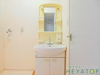 忙しい朝の身支度に便利な洗面化粧台
