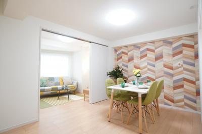 デザインリフォームされた室内は良い雰囲気に なっております。 リフォームで付加価値をプラスし、 ただの『住まい』ではなく『癒しのある空間』 に仕上がっております♪
