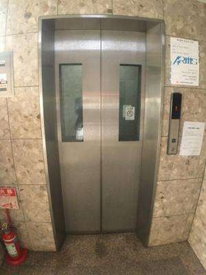 エレベーター付きのマンションです。