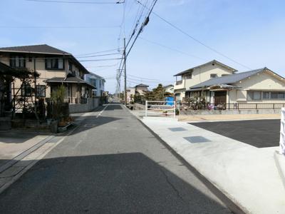 南側市道。幅員は6mです。
