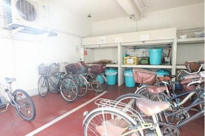 敷地内には駐輪スペースもございます。