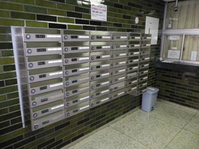 エントランス内には集中メールボックスもございます。