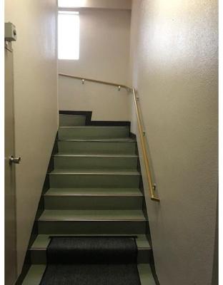 日興パレス恵比寿 階段です。