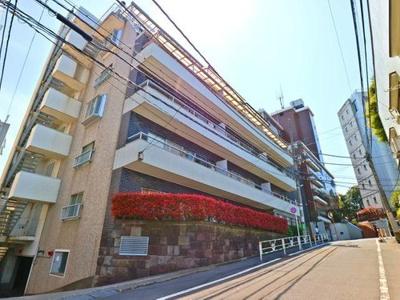 JR山手線や東京メトロ日比谷線など複数路線ご利用可能な立地です。