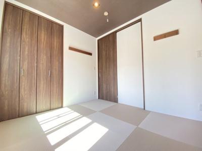 ほっと落ち着く和室もございます。