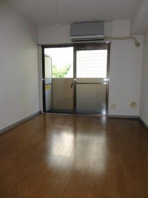 床は清掃のしやすいクッションフロアです