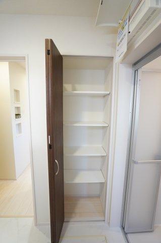 脱衣所には嬉しい収納スペース付。タオルや買い置きした日用品などすっきり収納できます。