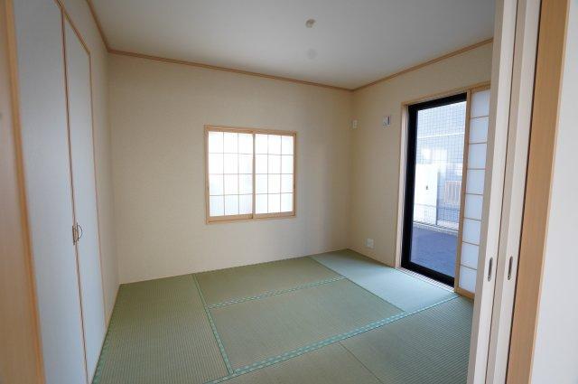 5.25帖 リビング隣接の和室なので広々使えます。