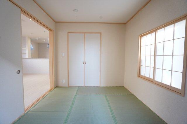 落ち着いた雰囲気の和室です。癒されます。。。