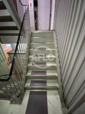 天満橋ビル 階段