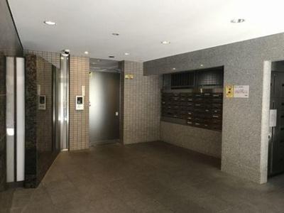 オートロックや宅配ボックスなど、便利な設備が整っています。
