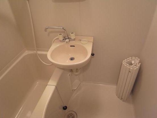 洗面台付きバスルーム
