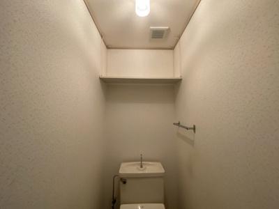 トイレ上部収納です