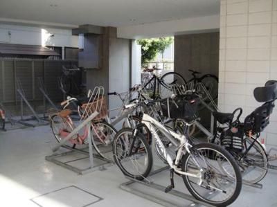 大切な自転車は屋根付きの駐輪場においておけます♪