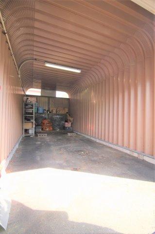 車庫駐車場のほかに4台分のスペースがあります。