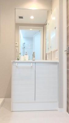 独立洗面台の横は洗濯機置場になっています。