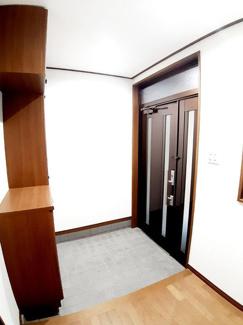 玄関にはシューズボックスがあり、収納もラクラクです♪