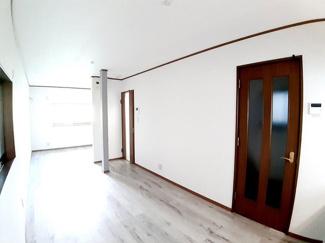 オープンキッチンなので食事の配膳がとってもラクラク♪さらに空間も広々使えて開放感があります!