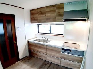 お掃除が簡単なIHクッキングヒーターです! キッチン収納が充実しているので、作業台がすっきり片付きます☆