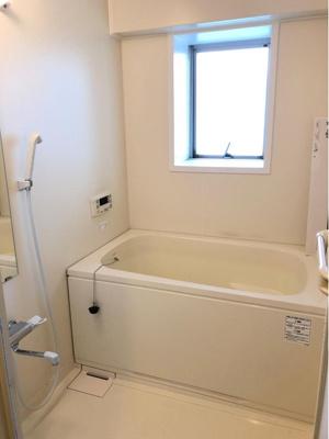 窓付の浴室の為、浴室内のカビ対策にも一役買いますね!