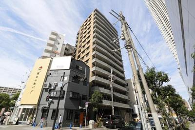 ペルル堂島は地上15階建て、総戸数69戸の中型マンションです!