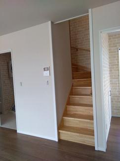石垣市石垣戸建てD棟 階段