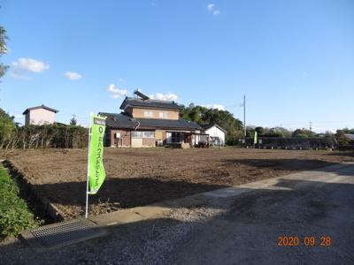 【前面道路含む現地写真】久喜市菖蒲町下栢間 建築条件なし売地 土地広々175坪