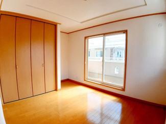 二面採光となっておりますので、お部屋が明るく、風通しも良好です☆