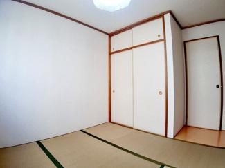 ホッと落ち着く和室です!お布団がすっきり片付く押し入れです!