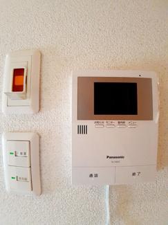 TVモニター付きのインターホンなので、急な来客の対応も安心です☆