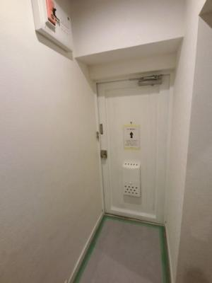 内側の玄関です。靴はシューズクローゼットにしまうことで、玄関回りはスッキリお使いいただけます。