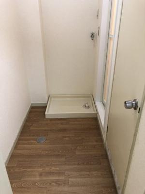 脱衣所です。室内洗濯機置場があります。