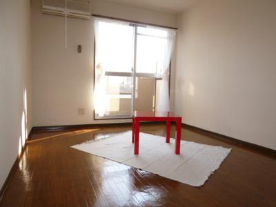 洋室(家具つきません)