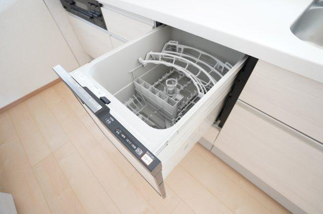 食洗機付きで洗い物の負担が減りますよ。
