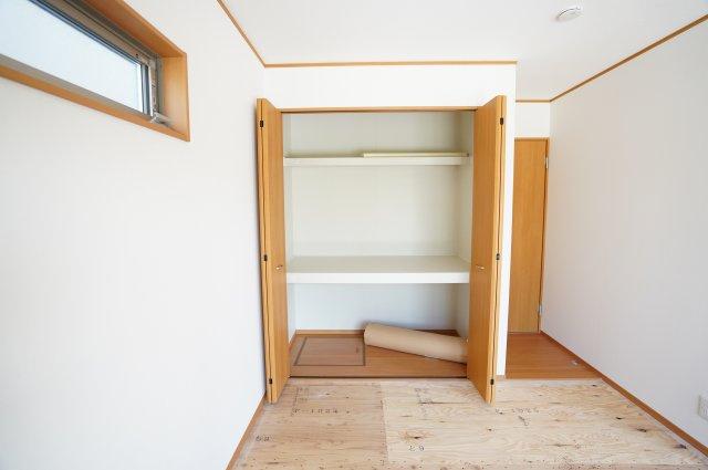 来客用の布団や座布団などたくさん収納することができますよ。