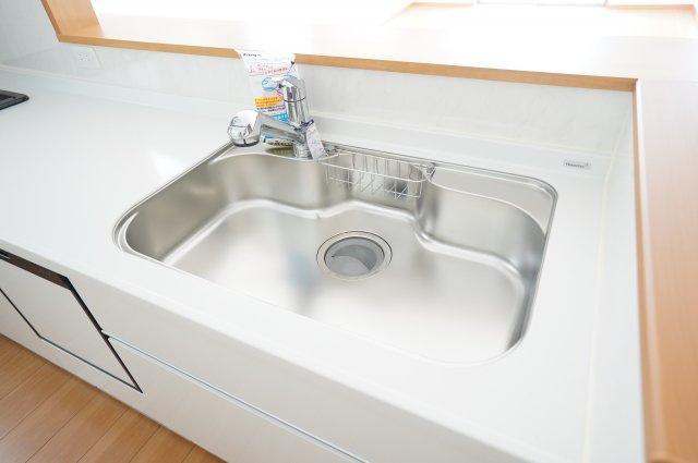 お鍋やフライパンなど洗いやすい広々シンク!