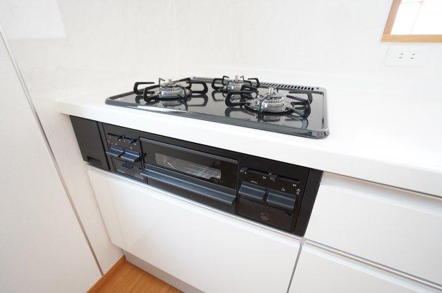 3コンロで同時に複数のお料理を作ることができますよ。