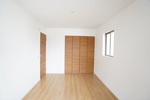 白を基調としたお部屋で明るい雰囲気のお部屋に