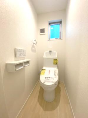 1階にはゆったりとした空間のトイレがあります