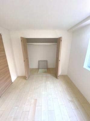 クローゼット内には床下収納もあります。
