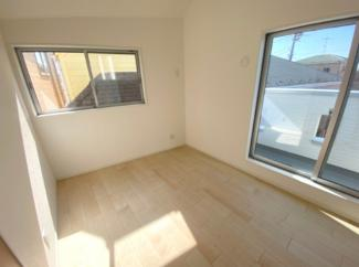 3階5.4帖の陽当り良好の洋室です♪バルコニーあります。