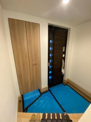 玄関は広さがあり、シューズインクロークがあります。