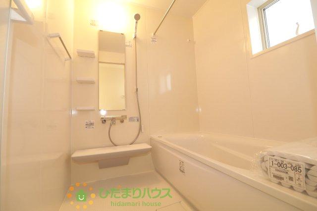 白を基調とした浴室!シールなどで飾っても楽しいですね♪