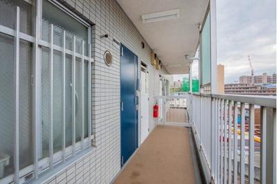 外廊下構造で通気性が良く効率的に換気することができます。