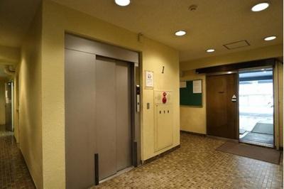 エレベーターも付いておりマンション内移動もラクラク可能です。