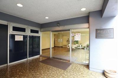 京王新線利用「新宿」駅まで1駅約2分でアクセス可能です。