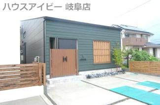岐阜市大菅南 新築戸建 全2棟 玄関を入って広がる土間&リビング19帖 開放的です。土間スペースには床暖房付き 冬は暖かく夏はひんやり、快適に過ごしていただけます。